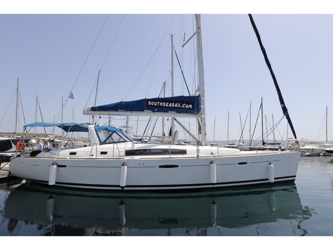 Enjoy luxury and comfort on this Beneteau Oceanis 50 Family in Messina