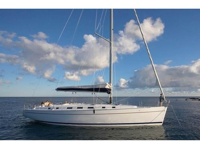 Jump aboard this beautiful Beneteau BENETEAU Cyclades 50.5