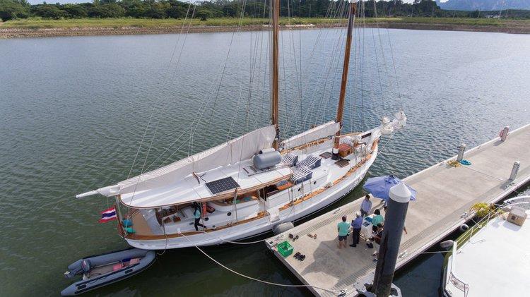 Discover Ao Nang surroundings on this Custom Custom boat