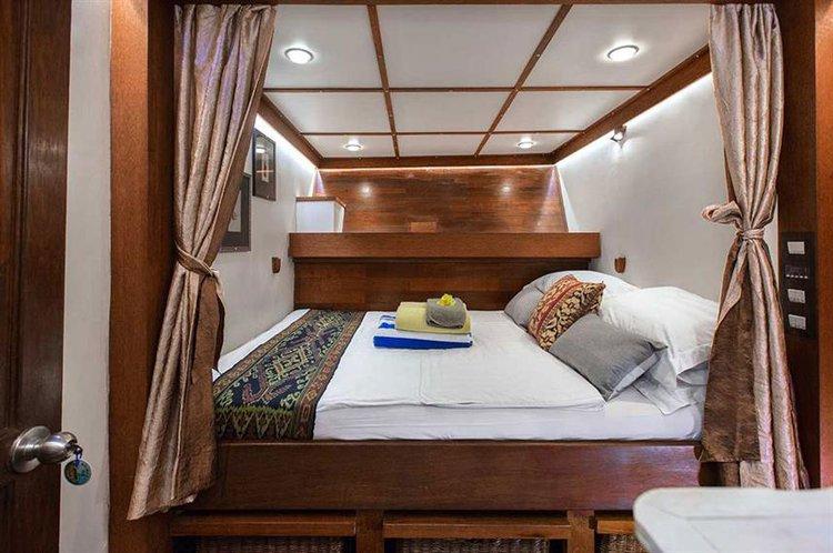 Schooner boat for rent in Bali