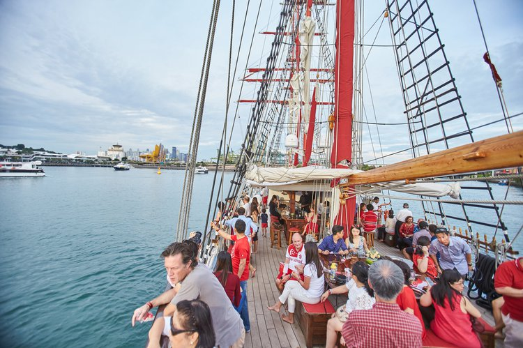 Schooner boat for rent in Sentosa
