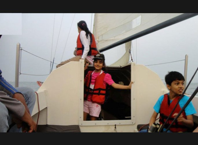 Boating is fun with a Motorsailer in Mumbai