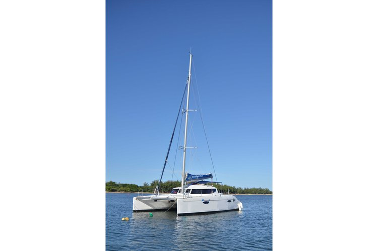 This 39.0' Custom cand take up to 20 passengers around Trou D'Eau Douce