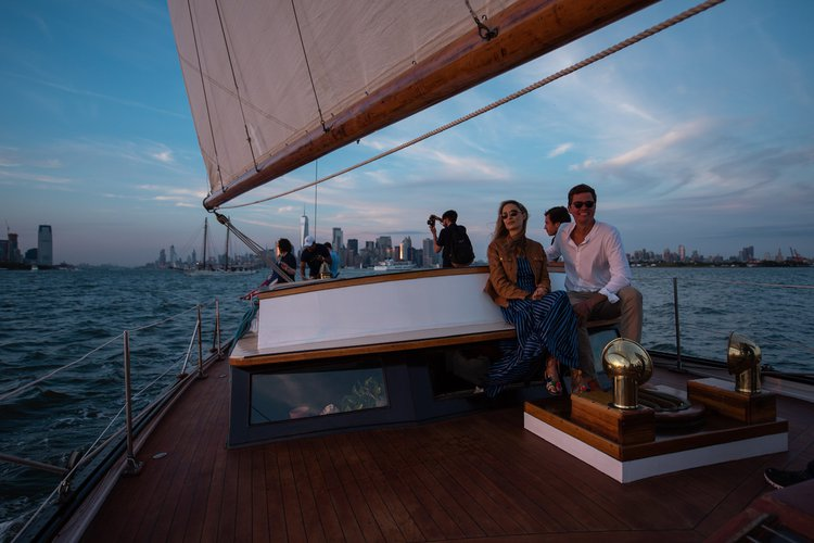 Discover New York surroundings on this Custom Herreshoff boat