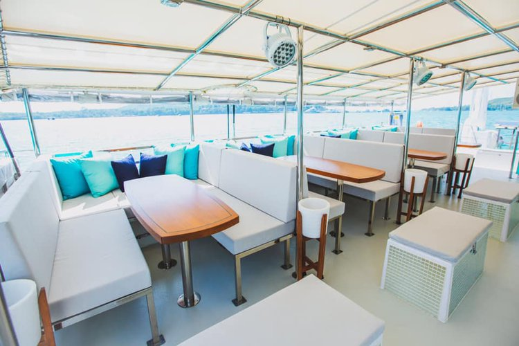 Discover Phuket surroundings on this Custom Custom boat