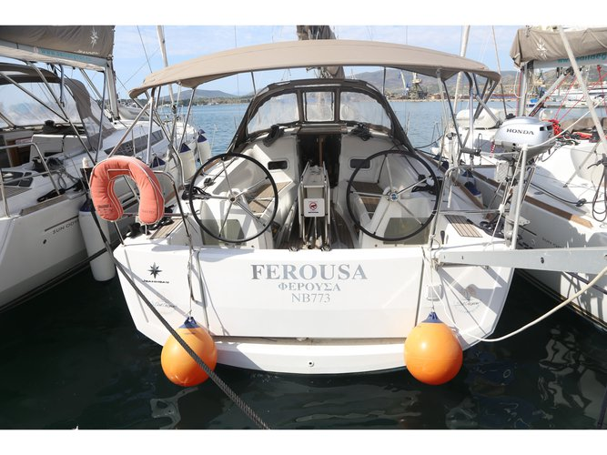 Take this Jeanneau Sun Odyssey 349 for a spin!