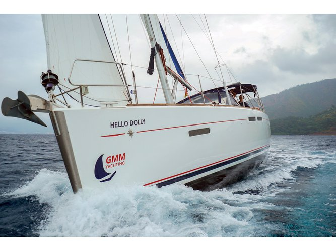 Sail the beautiful waters of Marmaris on this cozy Jeanneau Sun Odyssey 409