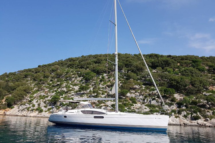 Cruiser boat rental in Betina, Croatia