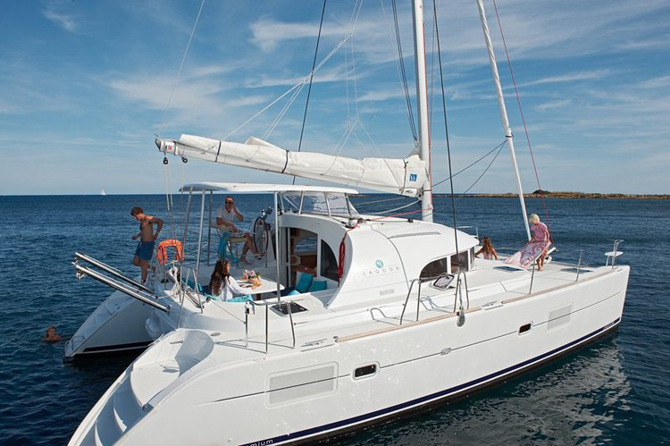 Sailing catamaran for parties / events