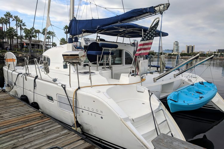This 38.0' Lagoon cand take up to 12 passengers around Long Beach