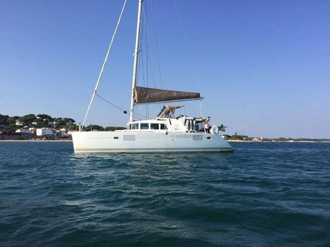 This sailboat charter is perfect to enjoy Porto Pozzo