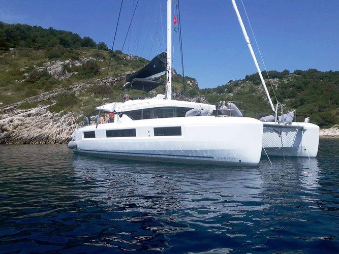 Sail the beautiful waters of Kaštel Gomilica on this cozy Lagoon Lagoon 50