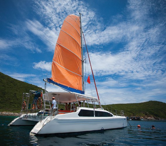Discover Nha Trang surroundings on this 1050 SeaWind 1050 boat
