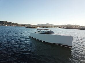 Discover Cannes surroundings on this 40 VanDutch boat