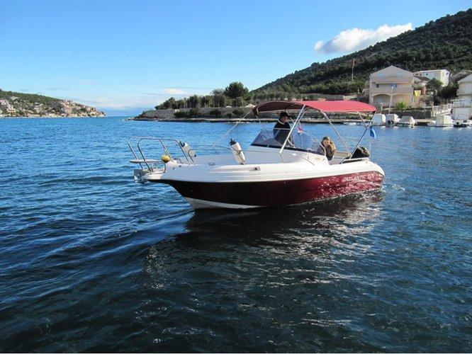 Hop aboard this amazing motor boat rental in Vinišće!