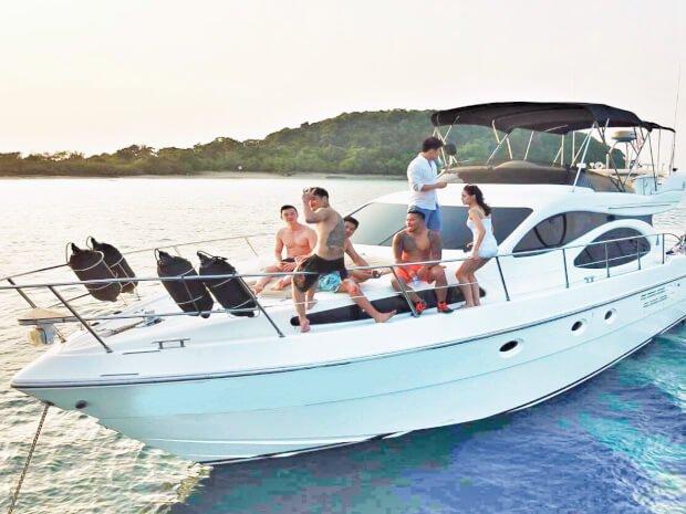 Discover Pattaya surroundings on this 46 Azimut boat