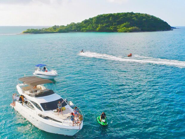 Azimut boat for rent in Pattaya