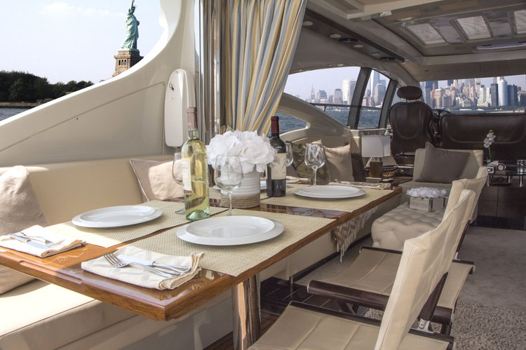Discover Stuart surroundings on this S68 Azimut boat