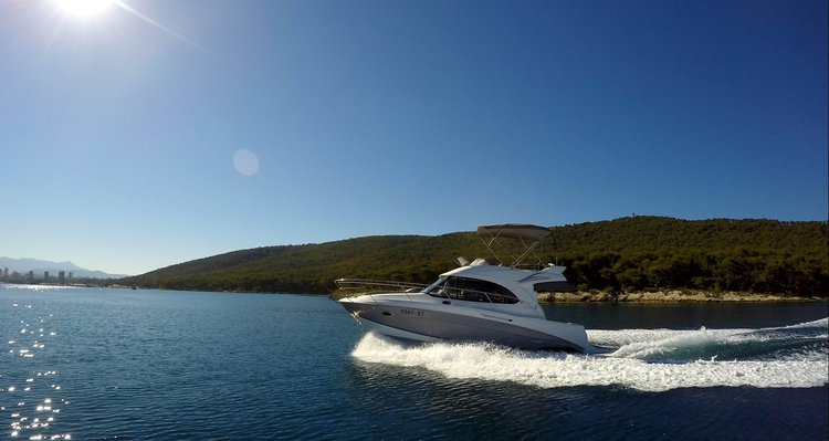 Flybridge boat rental in Marina Zenta, Split, Croatia
