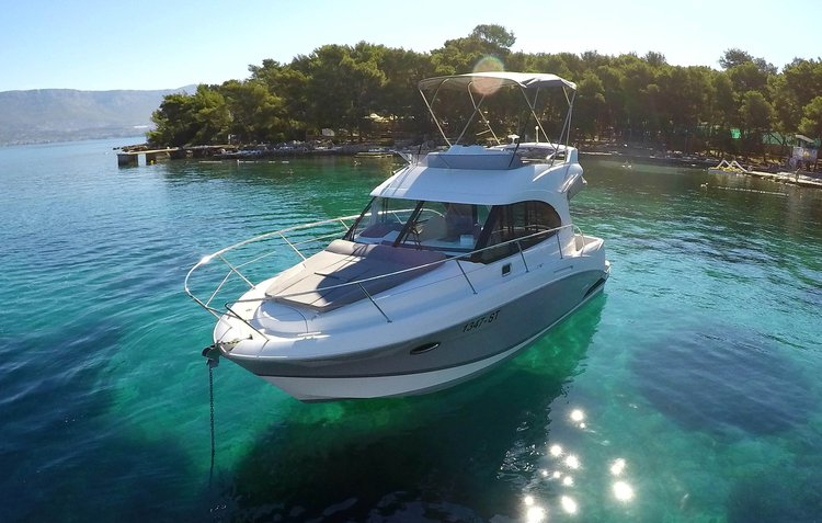 Discover Split region surroundings on this Antares 30 Fly Beneteau boat