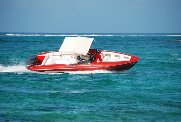Hop aboard this amazing moto boat rental in Mauritius!