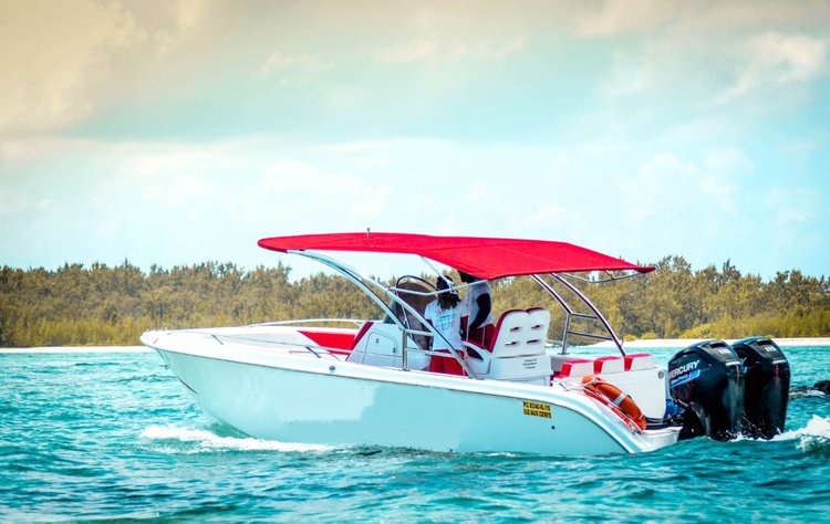 This motor boat rental is perfect to enjoy Flacq