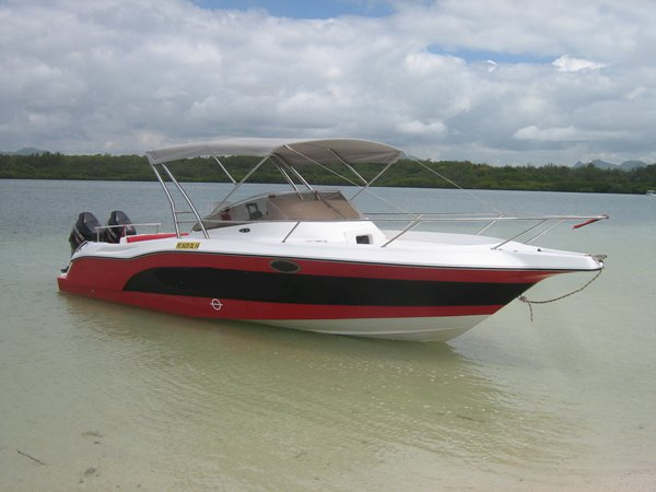 Center console boat for rent in Trou D´Eau Douce