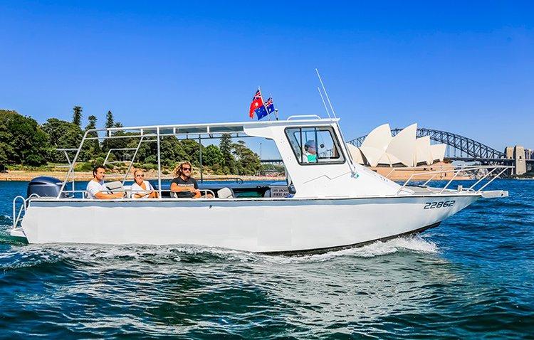 Cruiser boat rental in Sydney, Australia