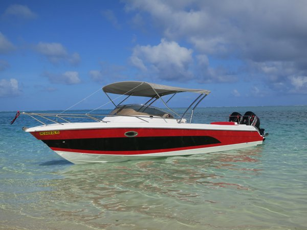 This 33.0' Custom cand take up to 15 passengers around Trou D´Eau Douce