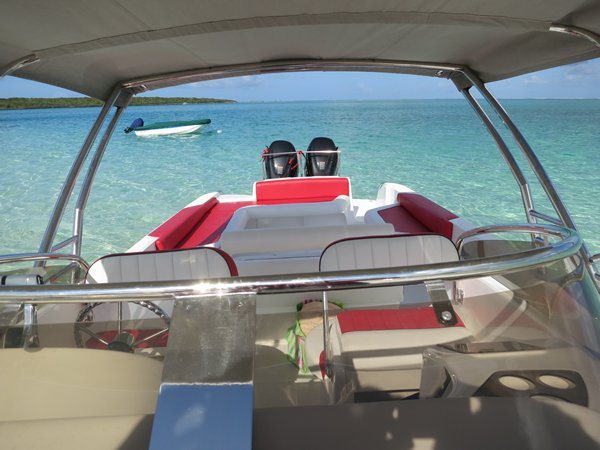 Boating is fun with a Center console in Trou D´Eau Douce