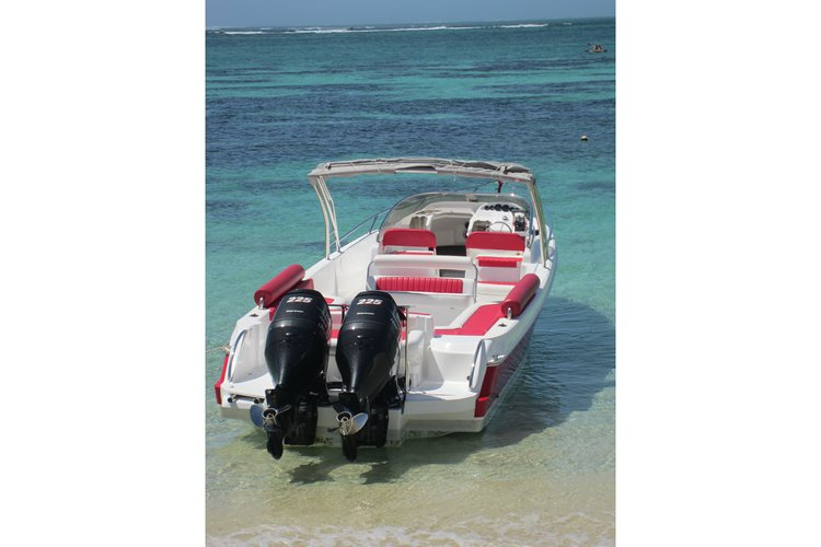 Center console boat for rent in Trou D´Eau Douce