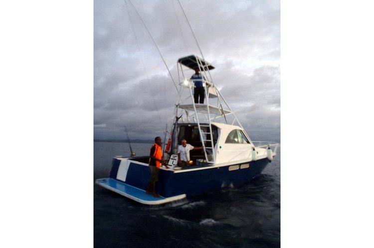 Discover Denarau Island surroundings on this Custom Custom boat