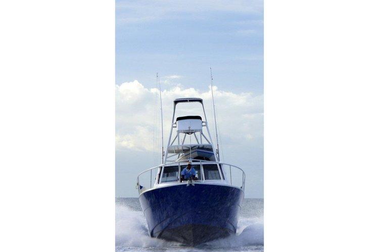 Offshore sport fishing boat for rent in Denarau Island