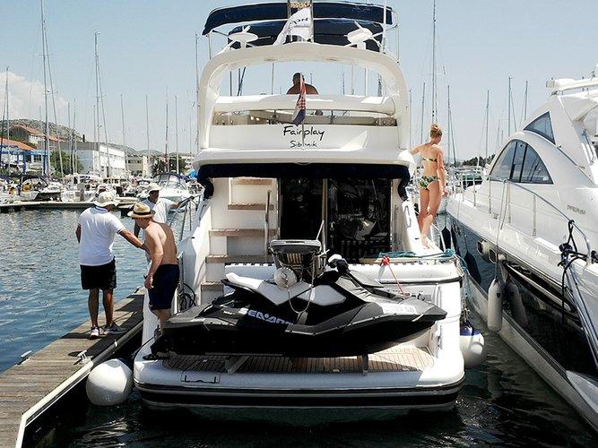 This 39.0' Fairline Boats cand take up to 6 passengers around Šibenik region