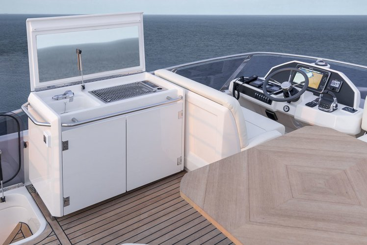 Discover  surroundings on this Greenline 48 Greenline boat