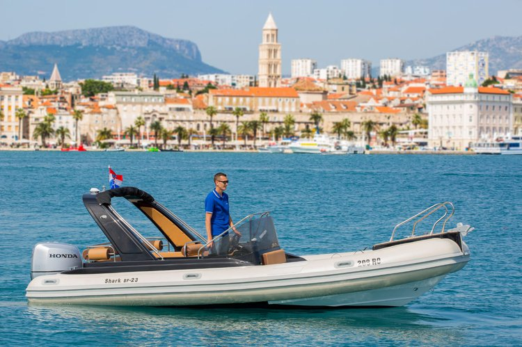 This 23.0' Grginic Yachts cand take up to 7 passengers around Split