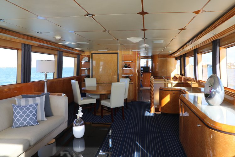 This 80.0' Hatteras cand take up to 45 passengers around Miami