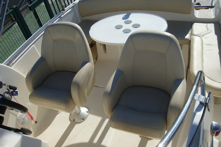 Discover Key Biscayne surroundings on this Cap Camarat 7.5 Jeanneau boat