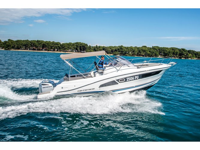 Charter this amazing motor boat in Pula