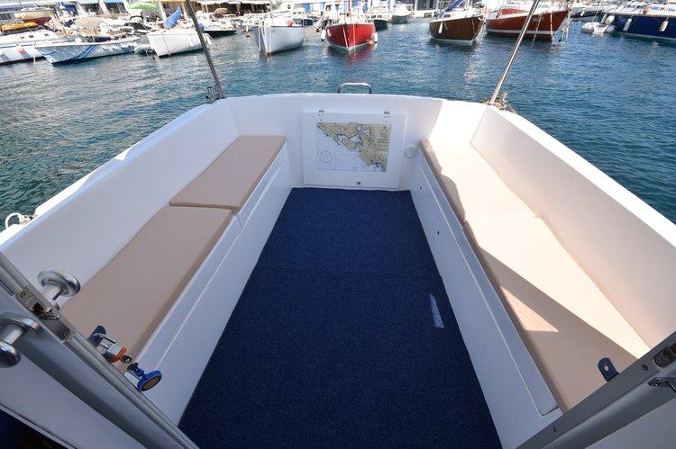 This 27.9' Kvarnerplastika cand take up to 8 passengers around Herceg Novi