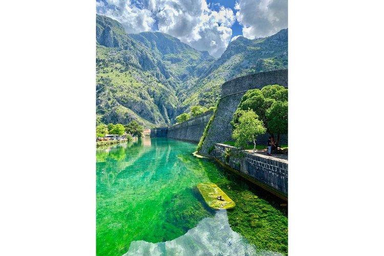 Discover Herceg Novi surroundings on this Adria Kvarnerplastika boat