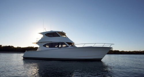 Sail the fascinating New Zealand on a superb motor boat for rent