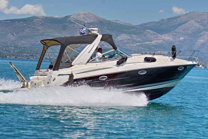 This 33.5' Monterey cand take up to 10 passengers around Mykonos