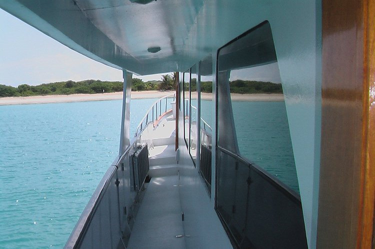 Motor yacht boat for rent in Nassau