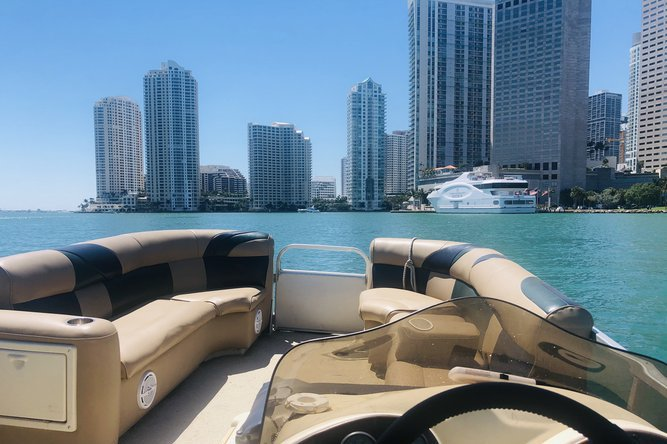 Pontoon boat rental in La Coloma Marina, FL