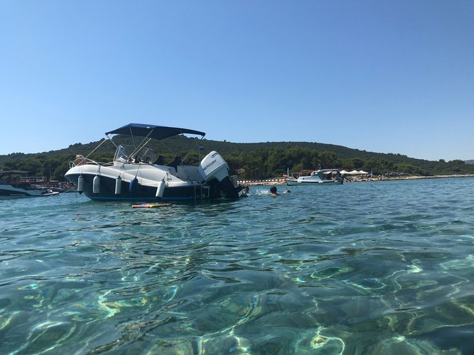 This 21.0' Quicksilver cand take up to 7 passengers around Trogir, Split, Brac Island