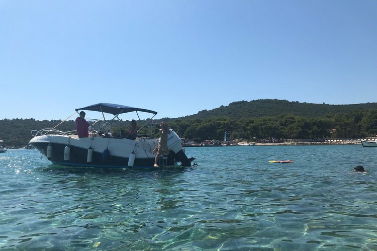 Discover Trogir, Split, Brac Island surroundings on this Commander 635 Quicksilver boat