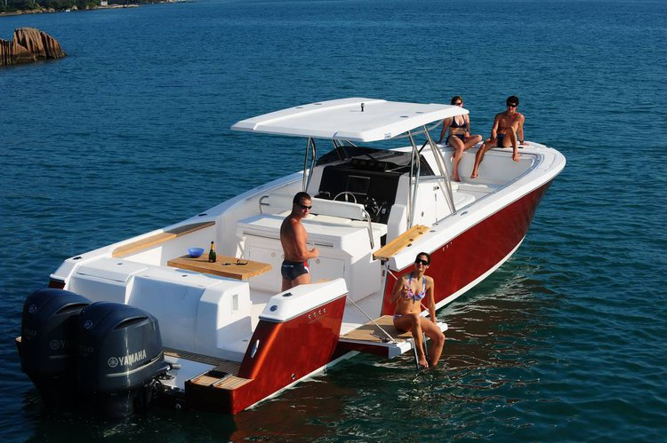 Discover Phuket surroundings on this 38 Raptor boat