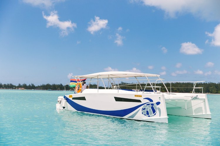 Catamaran boat for rent in Pamplemousses