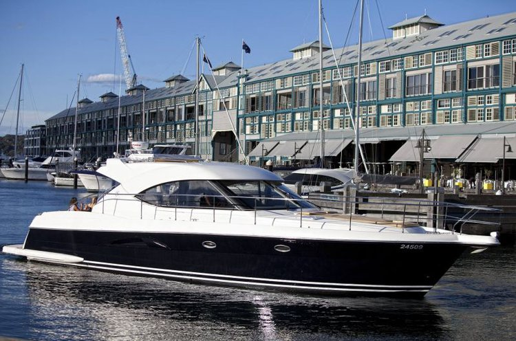 Discover Sydney surroundings on this 55 Riviera boat